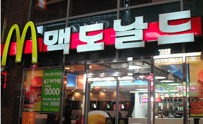 fast food in korea Patbingsu is a korean shaved ice dessert with sweet toppings such as chopped fruit, condensed milk, fruit syrup, and red bean paste it is easily available in cafes , fast food joints and even in bubble tea stores in seoul homilpat, located near ehwa woman's university is popular amongst locals and tourists.
