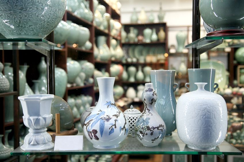 Browse Seoul's largest collection of antiques, and you'll see tattered old books, immaculate ceramics, antique furniture and beautiful hand-made paintbrushes. Some are expensive, but there's many affordable souvenirs as well.
