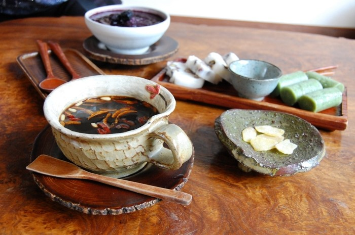 Sitting down for food or drink has never been classier. After eating a full-course traditional Korean meal designed for aristocrats, rest up by sipping on tea in a quaint traditional tea house hidden in some backstreets.