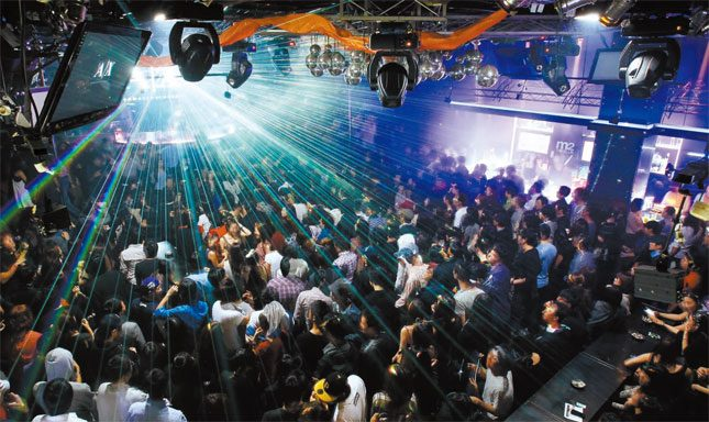 Hongdae has the highest concentration of clubs and bars in Seoul, so the party always goes until the morning, even on weekdays. Also, as an added bonus, the nightlife here costs less because of the young crowd.